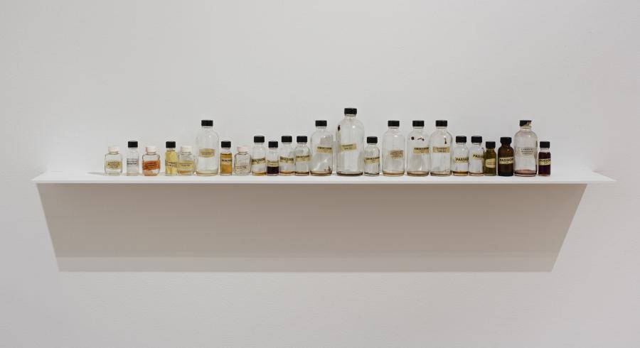 """Vista de la exposición """"Valeska Soares: Any Moment Now"""" en el Santa Barbara Museum of Art, California, 2017. Foto cortesía SBMA"""
