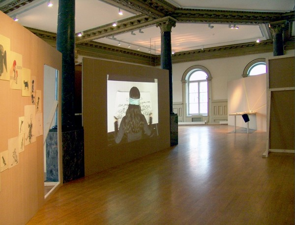 Vista de la exposición Magic Block, en Stiftelsen, Gallery 3,14, Bergen, Noruega, 2014, Dibujos y video Hemisferios (2008) de Sandra Vásquez de la Horra, Cortesía Stiftelsen Gallery 3, 14