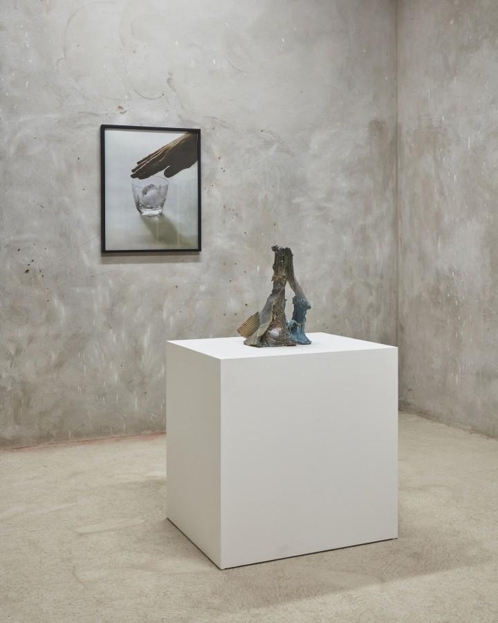 Vista de la muestra Mondo de Ernesto Burgos en Revolver Galería, Lima. Foto: cortesía de la galería.