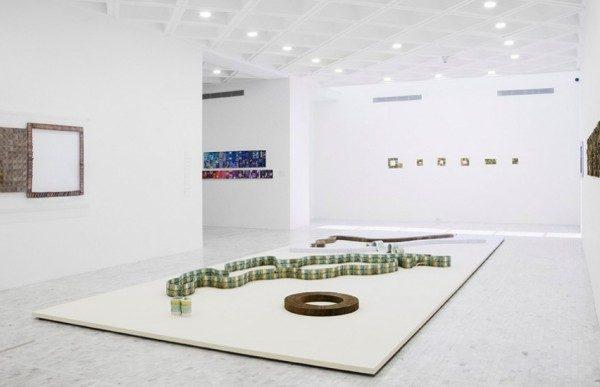 Jac Leirner: Funciones de una variable, vista de la exposición en el Museo Tamayo, México, 2014. Foto: Daniela Uribe. Cortesía: Museo Tamayo