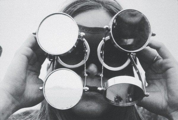 Lygia Clark, Óculos, 1968, caucho industrial, metal, vidrio, 29 x 18 x 7,5 cm. © Cortesía: Asociación Cultural El Mundo de Lygia Clark. Foto: © 2014 Eduardo Clark