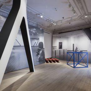 Vista de la exposición Other Primary Structures, en The Jewish Museum, Nueva York. Foto: David Heald/The Jewish Museum