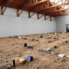 Vista de la exposición Los Teatros de Saturno, de Adrián Villar Rojas, en kurimanzutto, Ciudad de México, 2014. Foto: Alejandro Gómez Escorcia