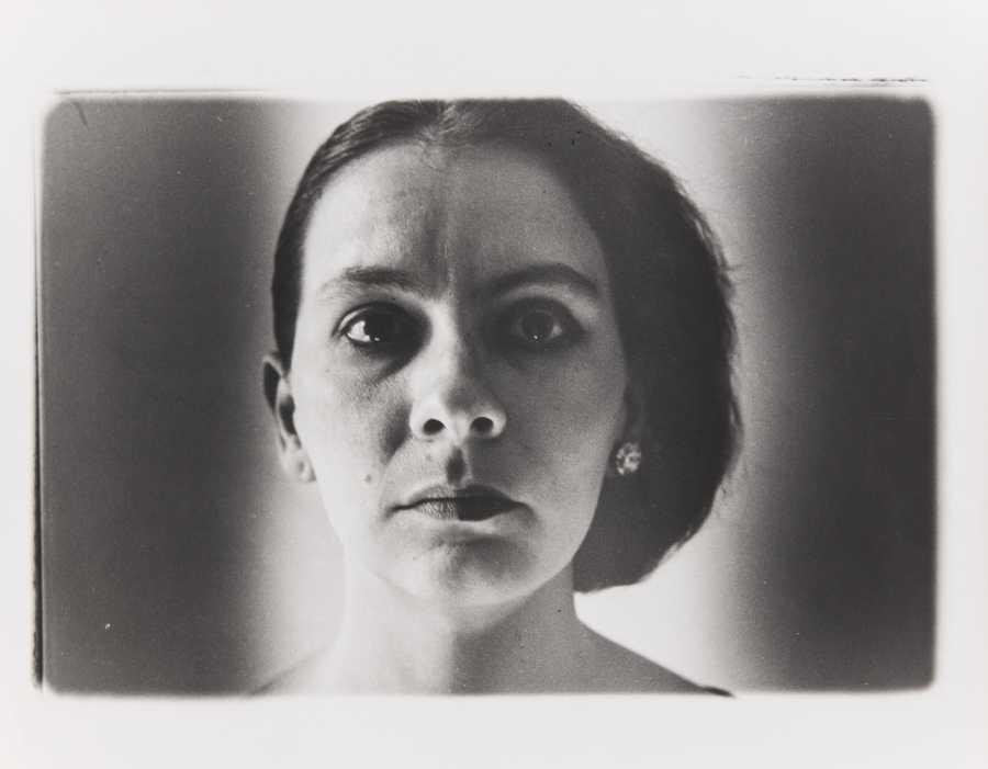 Marta María Pérez Bravo, Recuerdo de nuestro bebé, 1987/1988, fotografía, 41,5 x 51,6 cm. Ludwig Forum für Internationale Kunst, Sammlung Ludwig. © Marta María Perez Bravo. Foto: Carl Brunn