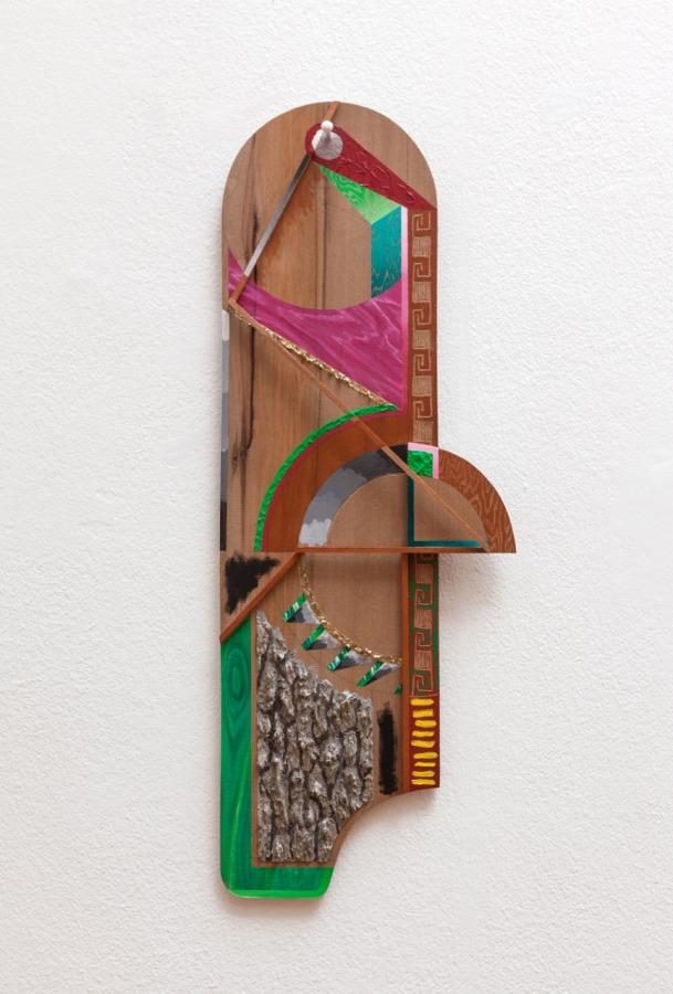 Gerardo Pulido, Tablas #1-6 (a C.S.S.) (2017-2016), óleo, acrílico, pintura en aerosol y barniz sobre madera tallada, palos de maqueta y corteza de árbol; medidas variables. Foto: Sebastián Mejía, cortesía del artista.