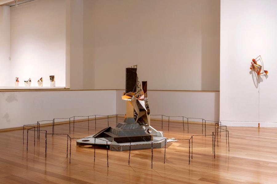 Vista general de exposición Pictogramas, de Gerardo Pulido. Sala 1 del MAVI. Foto: Sebastián Mejía, cortesía del artista