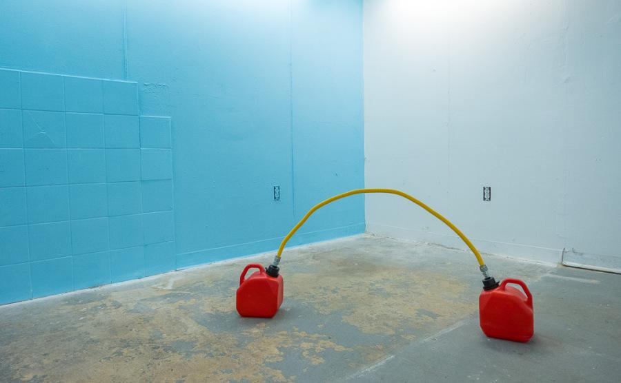 """Never Ending, de Yiyo Tirado. Vista de la exposición """"Caribbean Blues"""", Miami, 2017. Cortesía del artista y Km 0.2, Puerto Rico."""