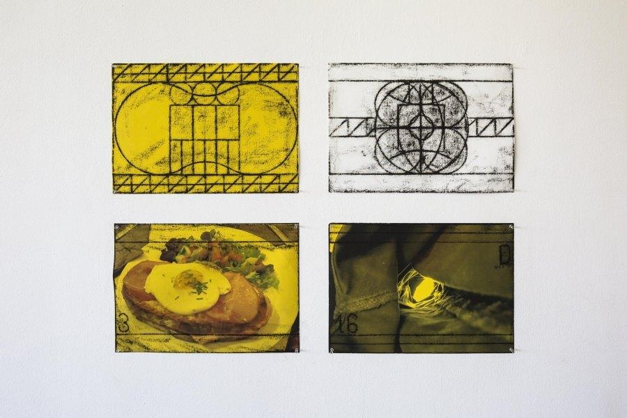 Matt Mullican, Sin título, 2017. Vista de la exposición en la Galería Macchina de la Escuela de Arte de la Universidad Católica, Santiago de Chile, 2017. Foto: Benjamín Matte