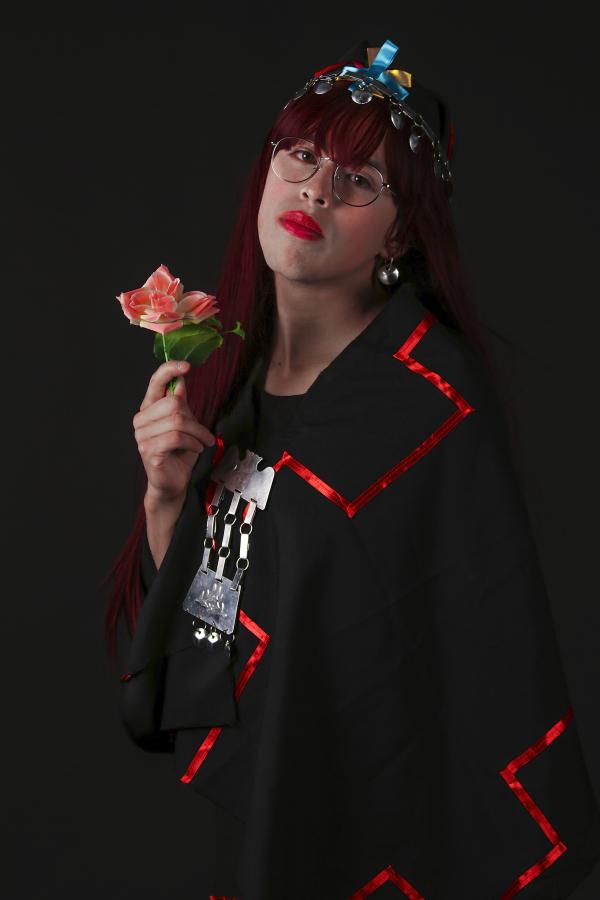 Millaray Calfuqueo Aliste Machi blanca colorina intelectual, parte de la muestra Estuve tanto tiempo allá. que ya estoy acá de Sebastián Calfuqueo en Galería Panam, Santiago de Chile. Foto: cortesía de la galería.