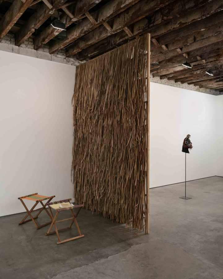 """Jorge González en """"Inside the Nest"""", Simon Preston gallery, Nueva York, 2017. Cortesía del artista y la galería"""