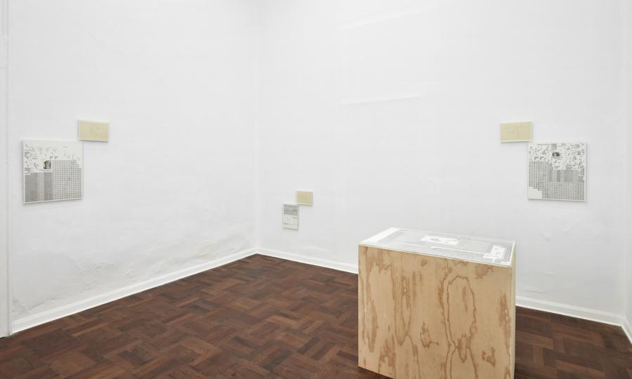 """Vista de la exposición """"Profecía es Memoria"""", de José Vera Matos, en la galería 80m2 Livia Benavides, Lima, 2017. Cortesía de la galería"""