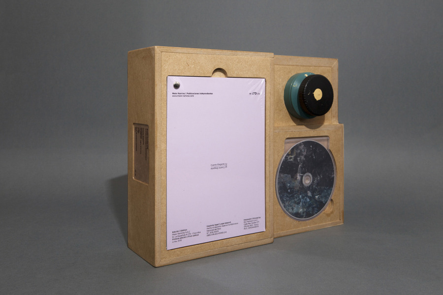 """""""Cuento elegante"""", de Andrés Marroquín Winkelmann, 2016, 15 x 21 cm, 34 páginas, 250 copias, 34 ediciones limitadas. Video: 21'56''. Pote de pintura matizada. Cortesía: Meier Ramírez"""