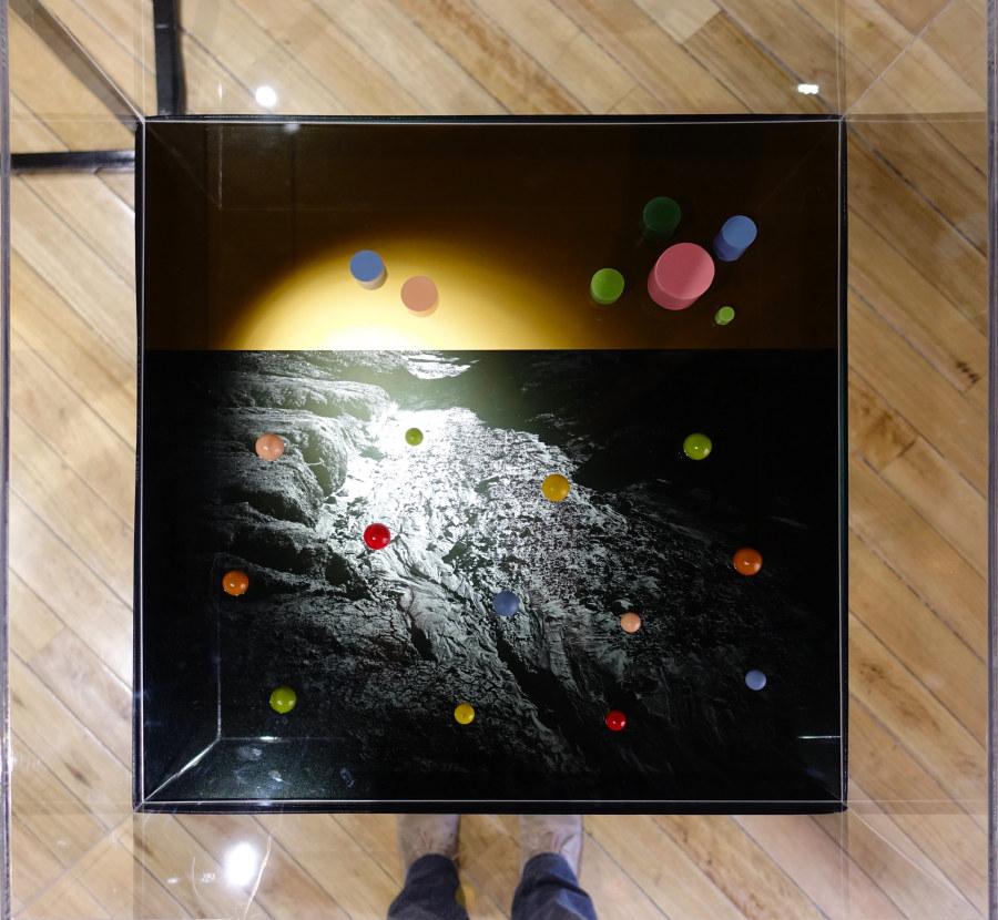 """No sabe / No contesta, de Ilich Castillo. Vista de la exposición """"Objeto Diferido"""",en el Centro de Arte Contemporáneo (CAC), Quito, 2017-2018. Cortesía del artista"""