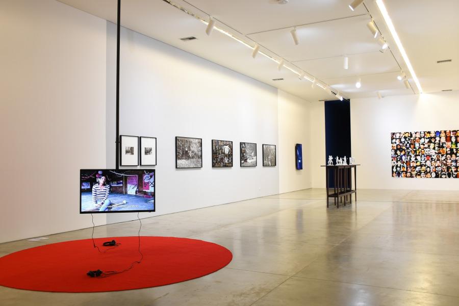Vista de la muestra Formas de libertad de Carlos Motta en el Museo de Arte Moderno de Medellín, Colombia. Foto: cortesía MAMM.