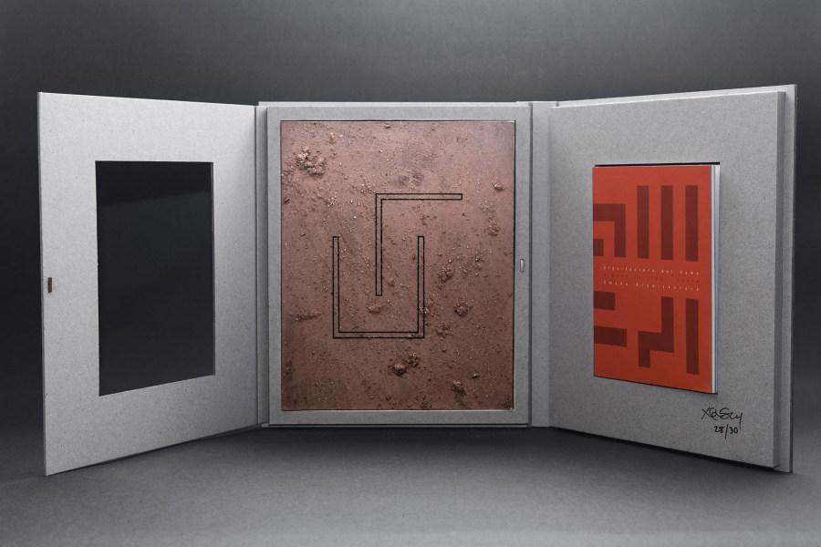 """""""Arquitectura del humo"""", de Ximena Garrido-Lecca, 2017, 14.1 x 21 cm, 85 páginas, 500 ejemplares numerados, 30 ediciones limitadas. Cortesía: Meier Ramírez"""