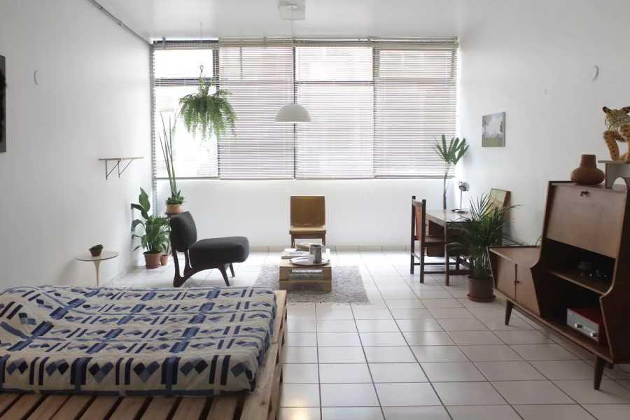 """Sergio Pinzón, """"Quarto Ideal: estilo e espaço no centro de Brasília"""", 2017. Vista de la muestra en la Casa de Cultura da América Latina – CAL / UnB. Cortesía del artista"""