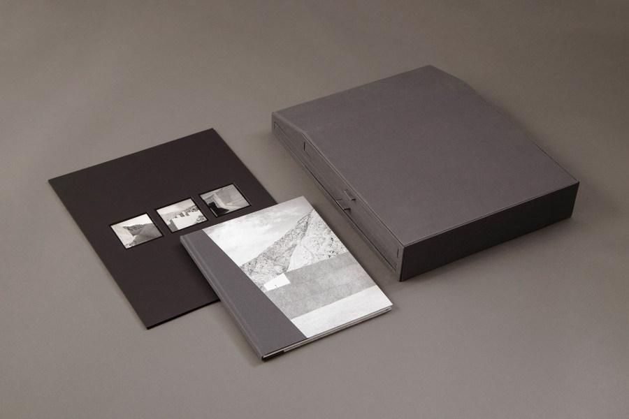 """""""Puruchuco"""", de Reynaldo Luza, 2016, 20.5 x 25.5 cm, 21 páginas. Ejemplares numerados: 250; ediciones limitadas: 30, 31 x 39.5 cm. Copias de contacto en papel a la gelatina de plata: 28 x 35,5 cm. Cortesía: Meier Ramírez"""