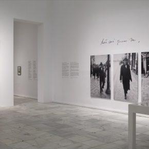 Vista de la exposición Pessoa. Todo arte es una forma de literatura, en el Museo Reina Sofía, Madrid, 2018. Foto: Joaquín Cortés/Romás Lores. Archivo fotográfico del Museo Reina Sofía (MNCARS)