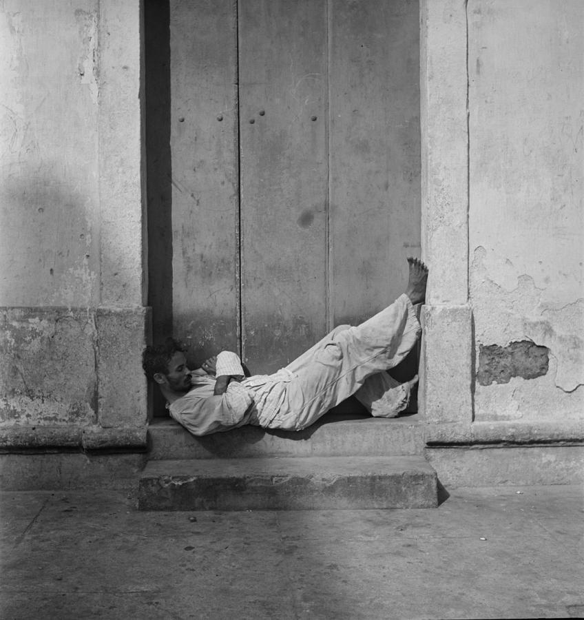 Pierre Verger, de la serie Dorminhocos, Recife, Pernambuco, 1947. Foto cortesía de CAIXA Cultural Río de Janeiro