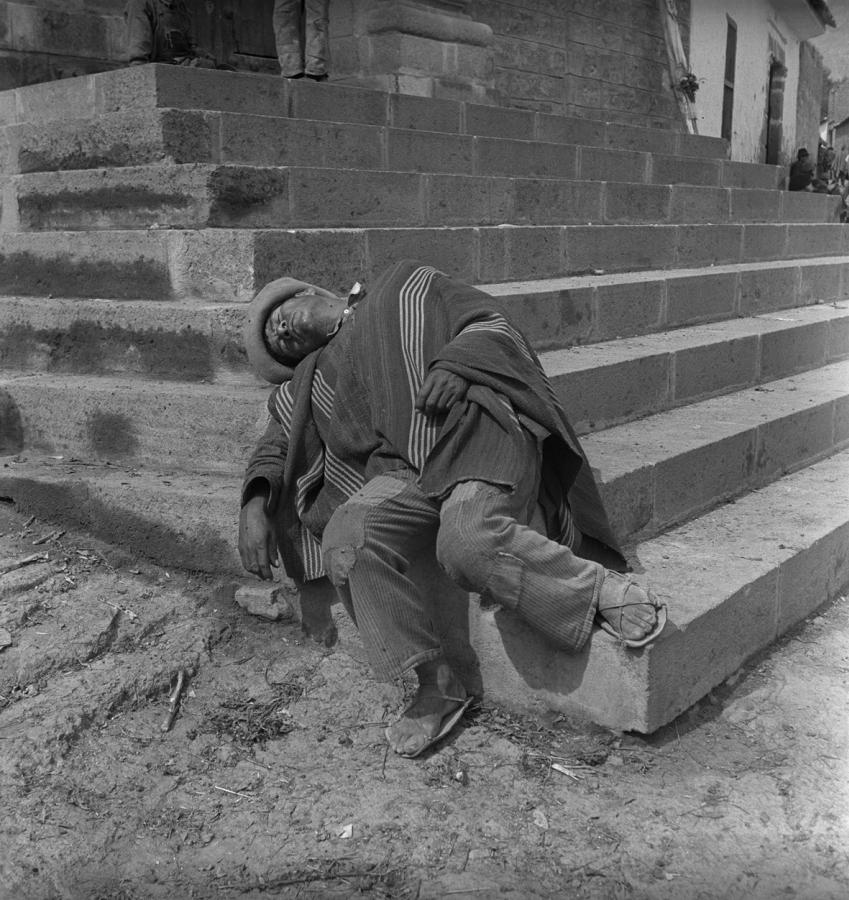 Pierre Verger, de la serie Dorminhocos, Ayacucho, Perú, 1939. Foto cortesía de CAIXA Cultural Río de Janeiro