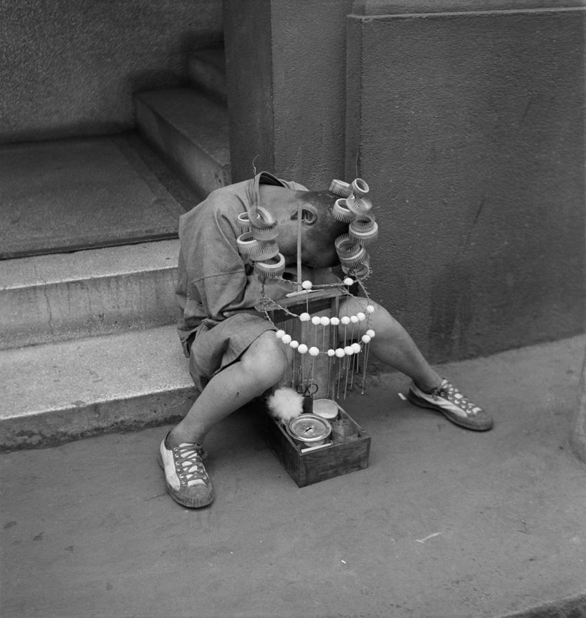 Pierre Verger, de la serie Dorminhocos, Shanghai, China, 1934. Foto cortesía de CAIXA Cultural Río de Janeiro
