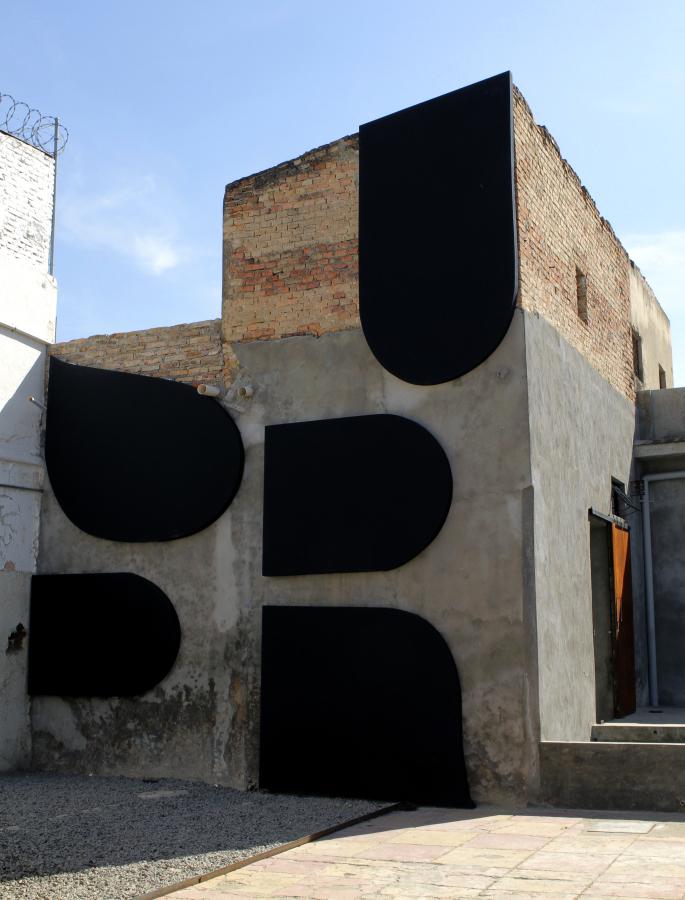 Supr (2018), parte de la muestra \T>X`T/ de Juan López en galería Tiro Al Blanco, Guadalajara, México. Foto: Ana Rico y Juan López, cortesía de Galería Tiro Al Blanco.