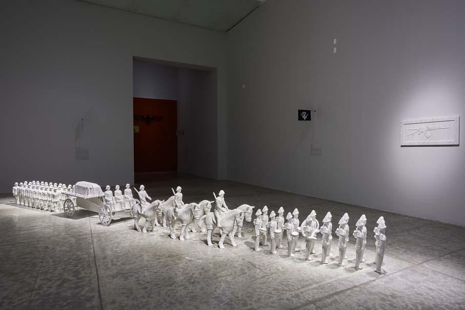 """Chille, 2008. Vista de la exposición """"Colateral"""", de Yoshua Okón, en el MUAC, Ciudad de México, 2017-2018. Cortesía: MUAC"""