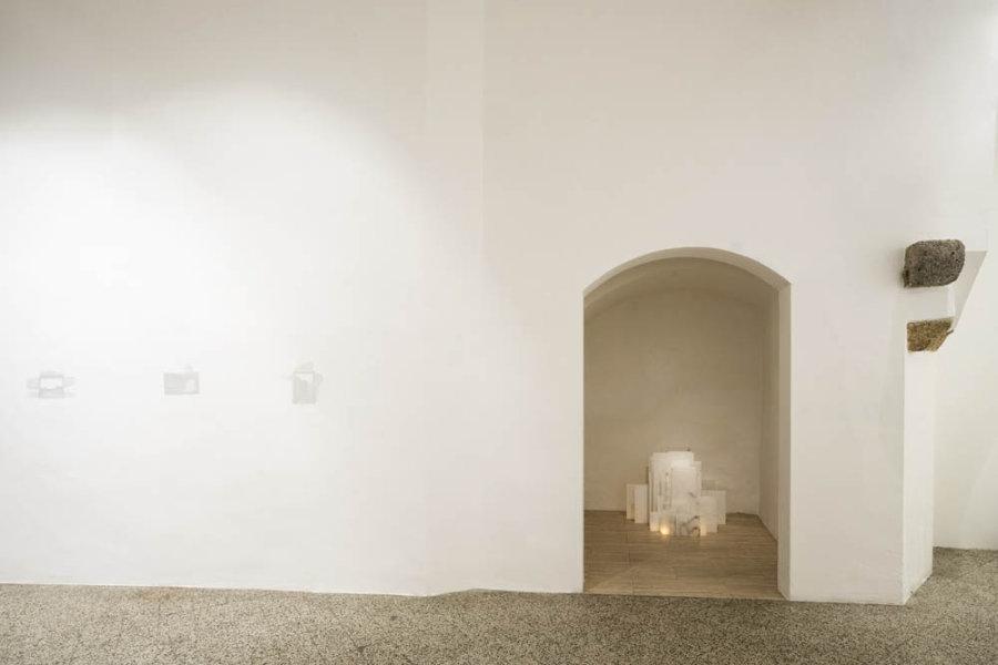 Vista de la exposición de Elizabet Cerviño en Galleria Continua San Gimignano, Italia. Foto: Ela Bialkowska