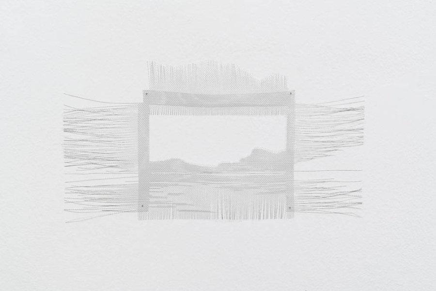 Elizabet Cerviño, Mallas, 2017, malla de aluminio, 23 x 44 cm. Vista de la exposición en Galleria Continua San Gimignano, Italia. Foto: Ela Bialkowska