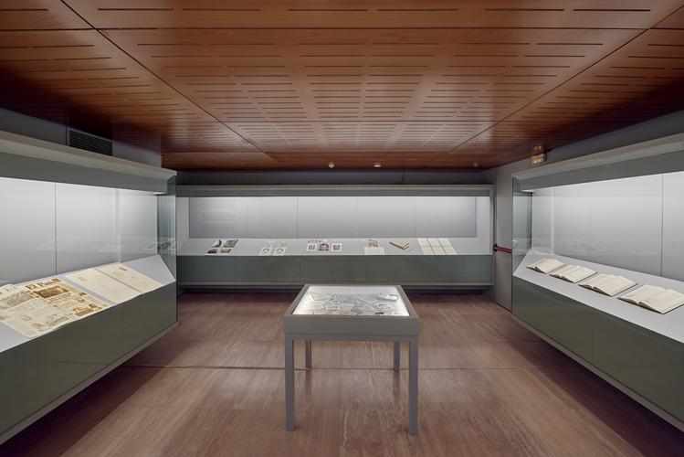 """Vista de la exposición """"Oscar Muñoz: des/materializaciones"""", en la Fundació Sorigué, España, 2018. Cortesía: Fundació Sorigué"""