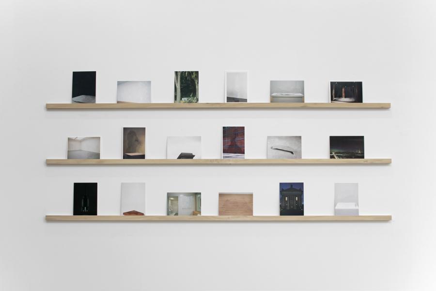 """""""Veil of Invisibility"""", de Cristina Garrido, 2018. Vista de la exposición """"A Dominant Mode of Art Production"""", en Galería Curro, Guadalajara, México. Cortesía de la galería"""