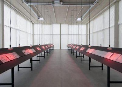 Vista de la exposición Into Ourselves, 2017, de Eduardo Navarro, en Der Tank, Basilea. Foto Nici Jost. Cortesía del artista y Galeria Nara Roesler