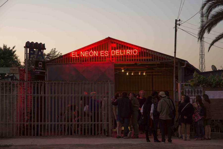 El Neón es Miseria, de Gonzalo Díaz. Organizan: Galería D21 y Galería Metropolitana. Mayo 2012 - abril 2013. Foto: Jorge Brantmayer