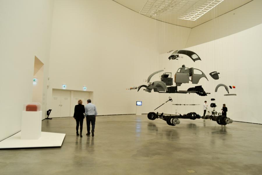 """Damián Ortega, """"Cosa Cósmica"""". Vista de la exposición """"El Arte y el Espacio"""" (Sala 3), en el Museo Guggenheim Bilbao, 2018. Foto: Leyla Dunia"""