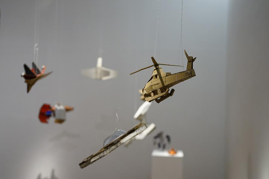 Piezas de Jackson Andrade, parte de la muestra Radio Estación Locura en el Museo de Artes Visuales, Santiago de Chile. Foto: Daniel Cerda Wegener, cortesía MAVI.