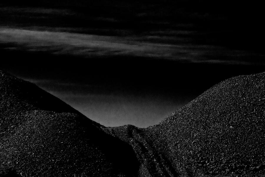 Catalina González, registro de escoria de cobre en el Desierto de Atacama, Chile. Cortesía de la artista