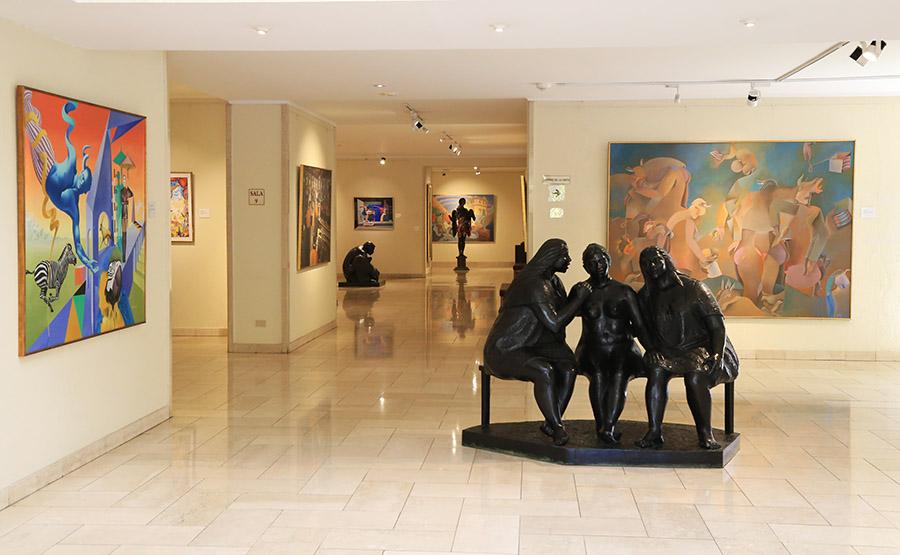Vista de las salas dedicadas al arte latinoamericano en el Museo Ralli de Santiago, Chile. Foto: cortesía del museo.