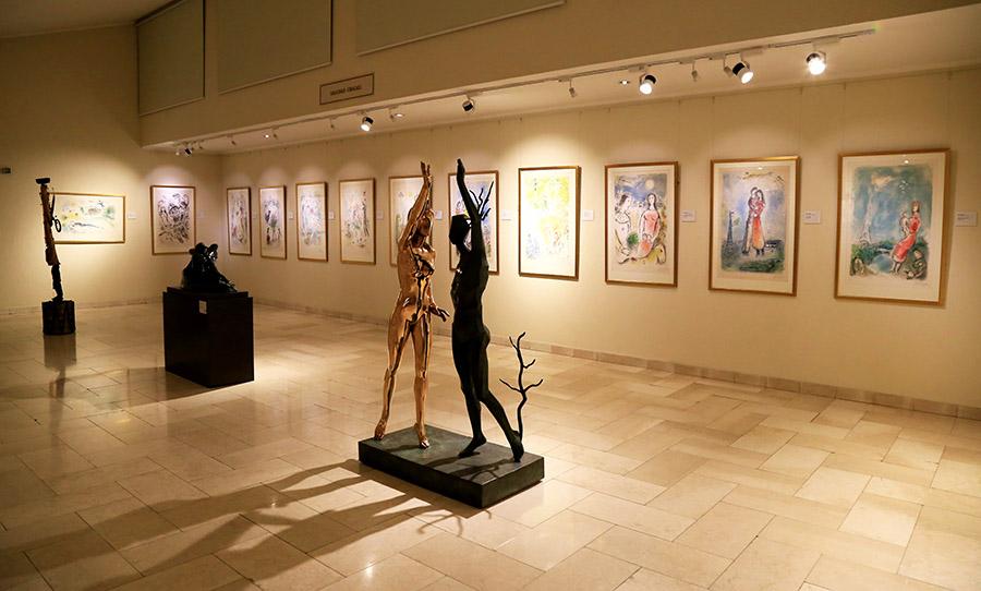 Vista de la Sala Dalí-Chagall del Museo Ralli de Santiago, Chile. Foto: cortesía del museo.