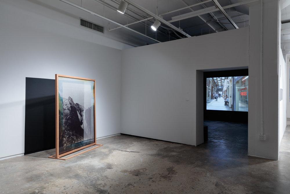 """Vista de la exposición """"Copy, Translate, Repeat: Arte Contemporáneo de la Colección Cisneros"""", en Hunter College Art Galleries, Nueva York, 2018. Foto: Foto: Stan Narten"""