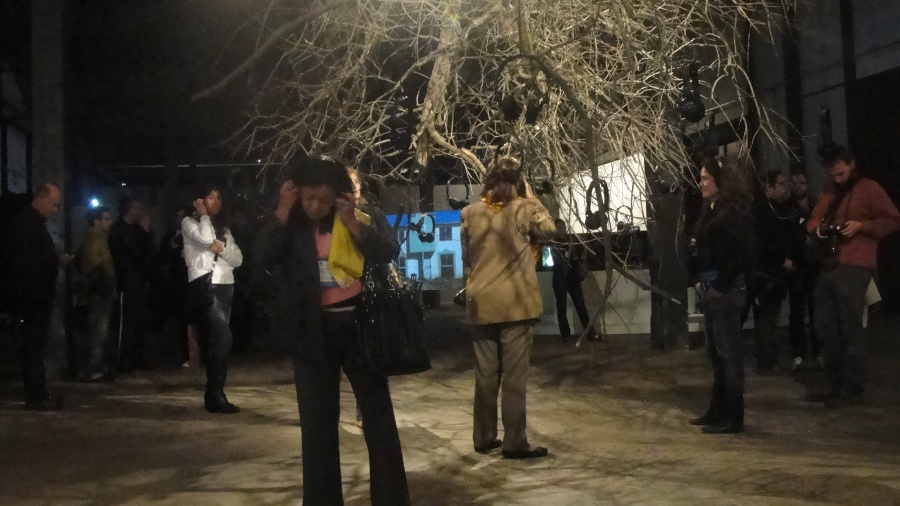 """""""Músicas Colgantes"""". Instalación acústica de Hoffmann's House para la Bienal de Mercosur, 2009. Producción musical: Carlos Cabezas, Cortesía: H's H"""