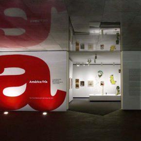 Vista de la exposición América Fría en la Fundación Juan March, Madrid, 2011. Cortesía: Osbel Suárez / Fundación Juan March
