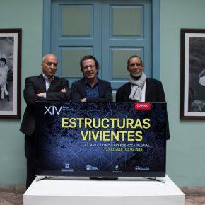 De izquierda a derecha: Jesús Fuenmayor, curador general de la XIV Bienal de Cuenca; Cristóbal Zapata, director Ejecutivo de la Bienal; y Félix Suazo, curador pedagógico. Cortesía: Bienal de Cuenca 2018