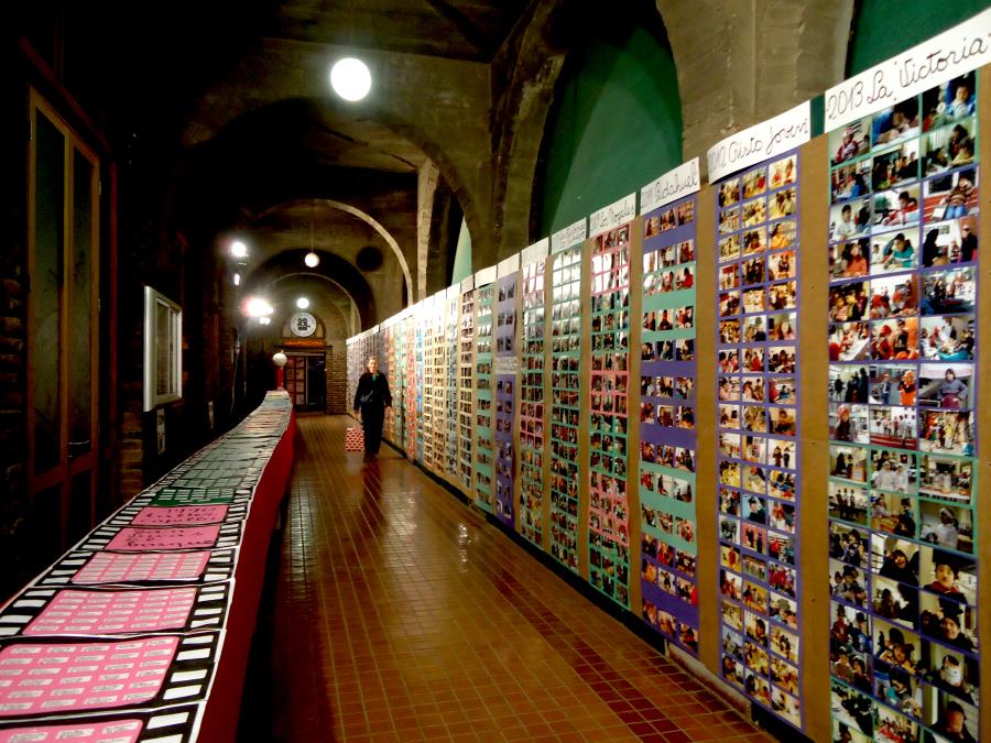 """Vista de la exposición """"30 años del taller de cine para niños (1985-2015)"""", de Alicia Vega. Foto: Alejandra Rojas Contreras"""