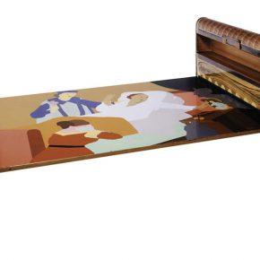 Beatriz González, La muerte del pecador, 1973, esmalte sobre madera ensamblado en mueble metálico, 94,3 x 208 x 121 cm. Colección de arte del Banco de la República, Colombia. Copyright Beatriz González, 2018