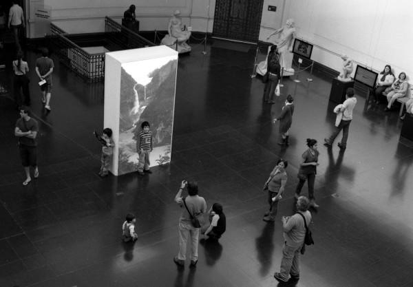 Gianfranco Foschino, Fluxus, HDV, 7 min. Silent Loop. 2010. Vista de instalación en el MNBA, Santiago. Cortesía del artista