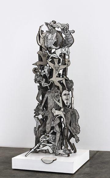 Gerardo Chávez, Elogio al mito, 2013, escultura en tierra natural sobre tela de yute y madera, 300 x 100 x 100 cm. Cortesía: Generación Cultura (Lima/Trujillo)
