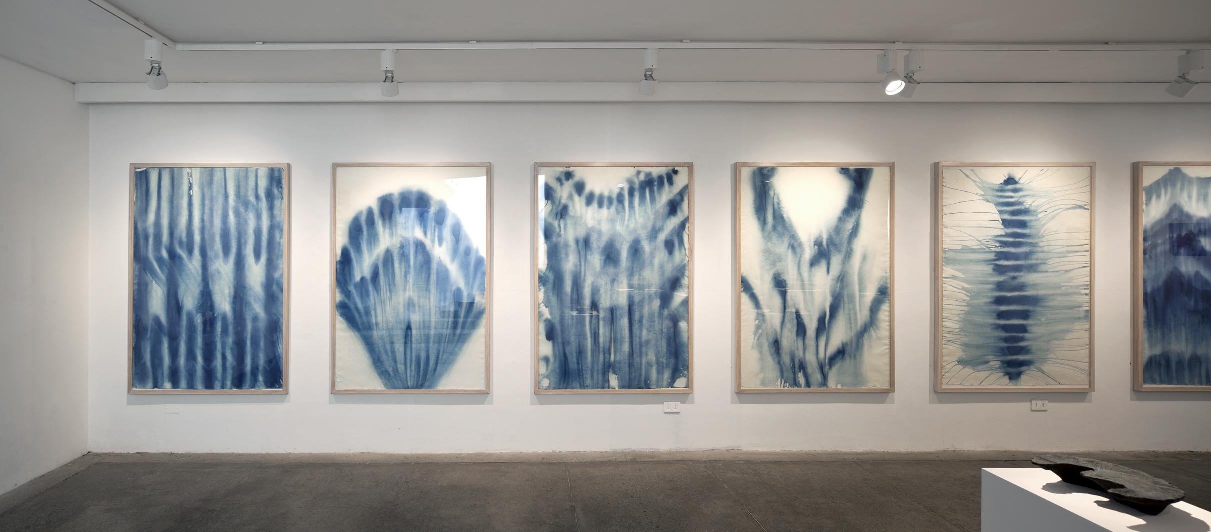 """Vista de la exposición """"Navegando vi"""", de Paula Subercaseaux, en XS Galería, Santiago de Chile, 2018. Cortesía de la galería"""