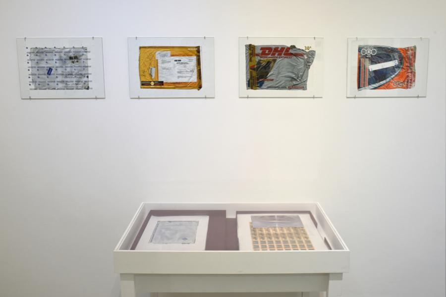 Carlos Garaicoa, Para transformar la palabra política en hechos, finalmente, 2004. Instalación con 220 sellos postales, portafolio, lupas y vitrinas