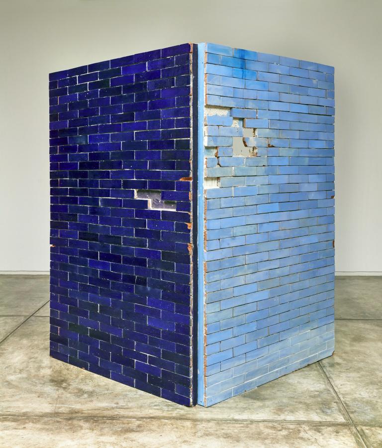 C.J. Chueca, Dos Cielos Azules, 2018. Ladrillos horneados con esmaltes cerámicos sobre madera. 210 x 150 cm c/u. Foto: Juan Pablo Murrugarra