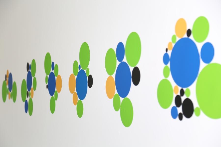 Vista de la exposición Abstracción Sólida. Estrategias desobedientes en el arte cubano contemporáneo (Solid Abstraction. Disobedience strategies in Contemporary Cuban Art), Miami Biennale, Miami, 2018. Cortesía: Alejandro Taquechel